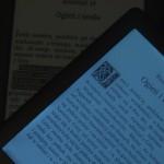 ... i umożliwia czytanie w ciemności.