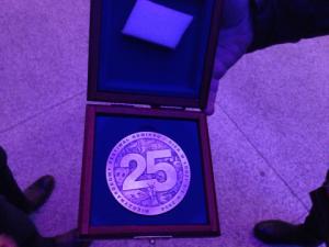 Medal na 25 lecie jak złoty denar.