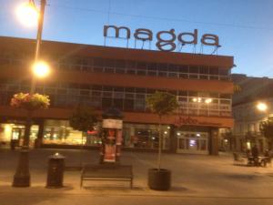 Naga Magda nad ranem.