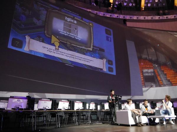 Prezentacja gry o Wrocławiu na scenie głównej.